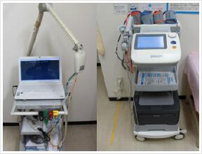 心電計(左)と血圧脈波検査装置(右)